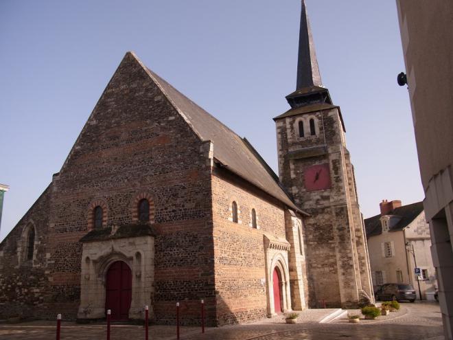 Savennières_vue place de l'église©Commune de Savennières
