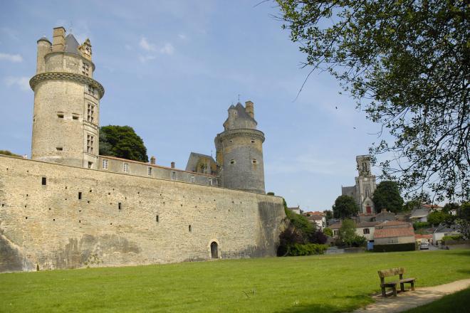 Apremont_vue des 2 tours du château-© Pont d'Yeu.jpg