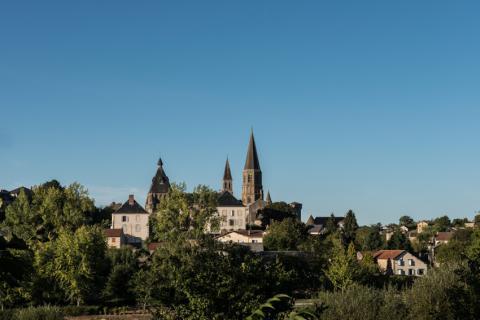 Vue sur le village et l'église abbatiale