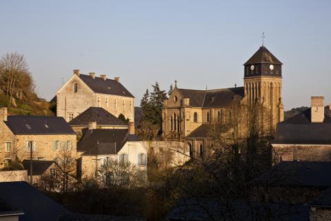 Chailland_église néogothique <sup>©</sup> J.-P. Berlose