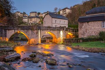 Vieux pont illuminé - crédit photo : Bruno Ferignac