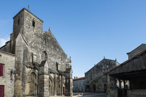 Foussais-Payré_place de l'église <sup>©</sup>Commune de Foussais-Payré